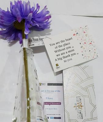 """الممرضات بمستشفى دلة يتسلمن هدية المكتب في حملة """"شكرا لكم"""""""