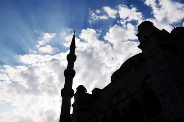 """""""الأذان وتلاوات القرآن"""" سبب في إسلام ستينية بمقر القسم النسائي"""