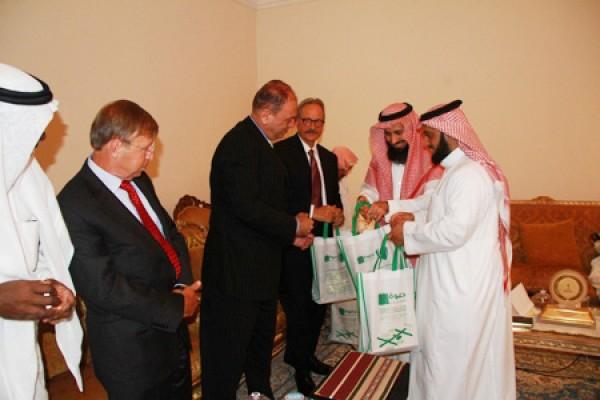 تكريم وفد طبي أمريكي في ثلاثية الأمير أحمد السديري