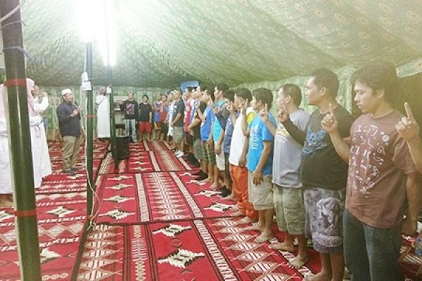 إسلام 248 رجلا وامرأة خلال شهر ربيع الثاني بمعدل 8 أشخاص يوميا
