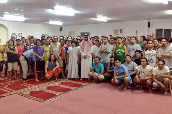 إسلام 64 شخصا في زيارة واحدة قام بها دعاة المكتب لإحدى الشركات