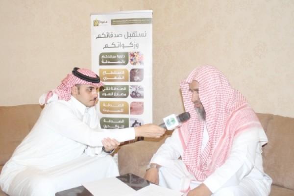 """لقاء إذاعة الرياض مع داعية المكتب عن """"دعوة الجاليات في رمضان"""""""