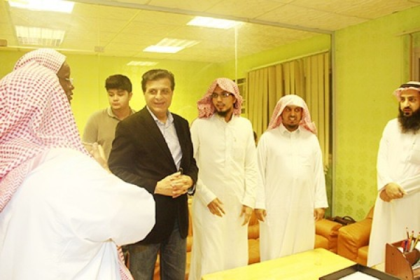 سعادة سفير جمهورية باكستان الإسلامية يزور المكتب ويشيد ببرامجه