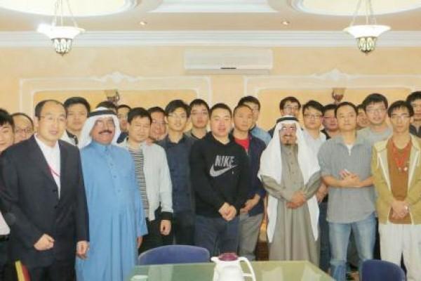"""ملتقى """"حُجة وهداية"""" بتنسيق مع لجنة تنمية حي الملك فهد يستضيف مهندسين صينيين"""