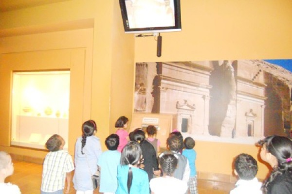 براعم المكتب يتجولون في متحف الملك عبد العزيز التاريخي
