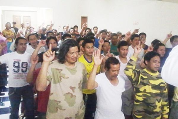 """إسلام 45 فلبينيا في ليلة واحدة ضمن مشروع """"جولات لدعوة الجاليات"""""""