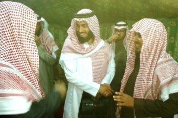 """الكابتن سعد الحارثي يلقن 30 فلبينيا الشهادتين في ملتقى """"حُجة وهداية"""""""